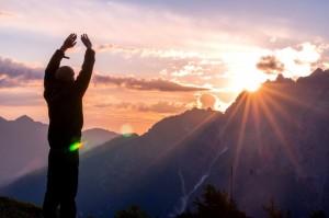 1日の仕事は、朝太陽にお祈りしたら全てうまくいくという理由